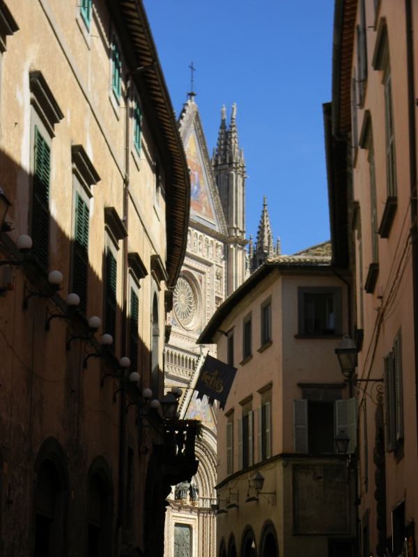 Approaching the Duomo